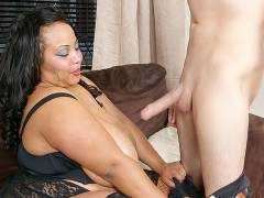 Chunky black masseuse got pounded