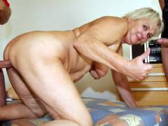 Threesome with old blonde