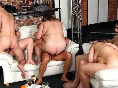 Plumper party on the leather couches